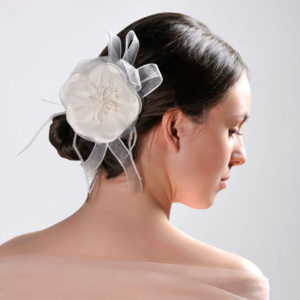 tocado flor blanca