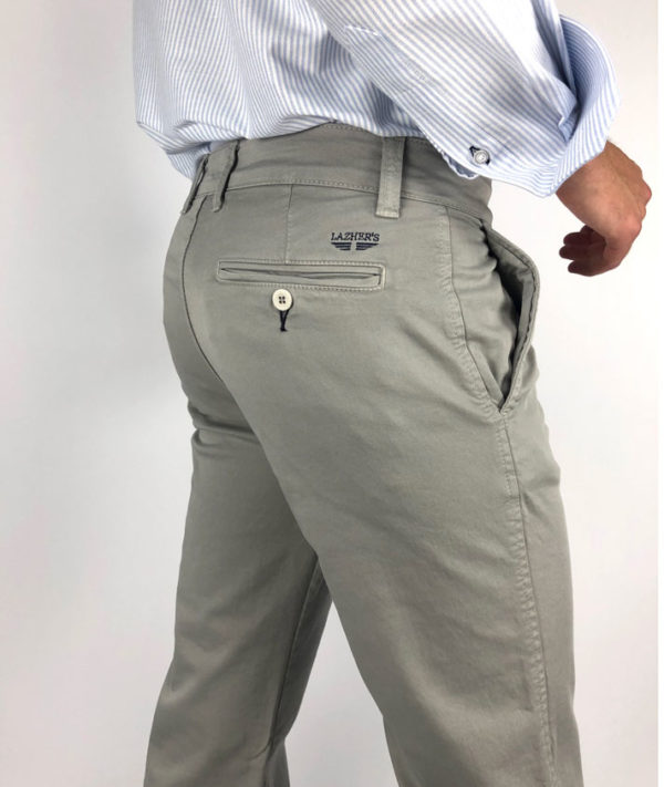 Chinos color gris claro marca Lazhers