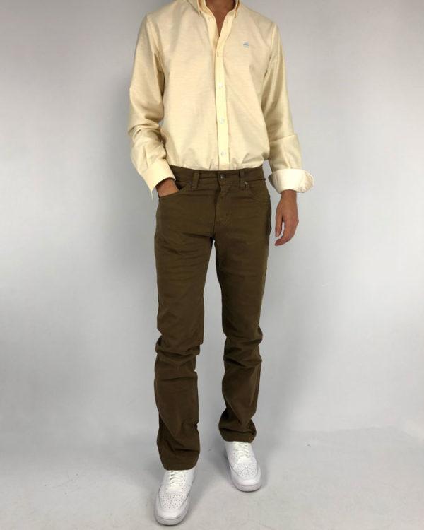 Jeans de hombre en color avellana